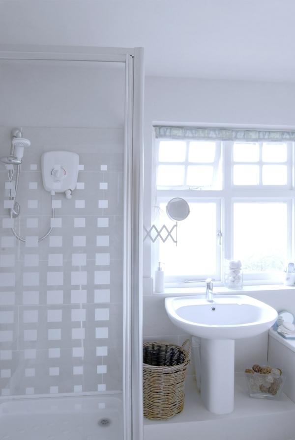 Badfenster hell Sichtschutz gestaltung waschbecken