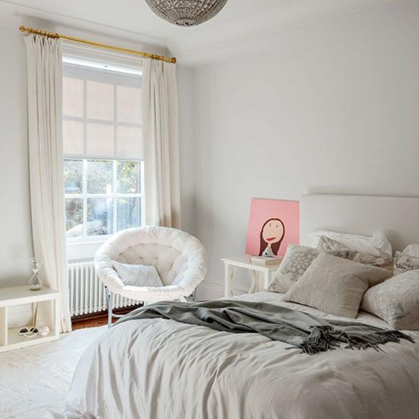 grautöne schlafzimmer fenster gardinen sessel bett