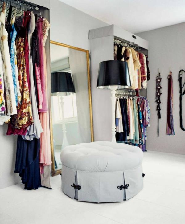 ankleidezimmer gestalten textil kleiderschränke wandspiegel ottomane