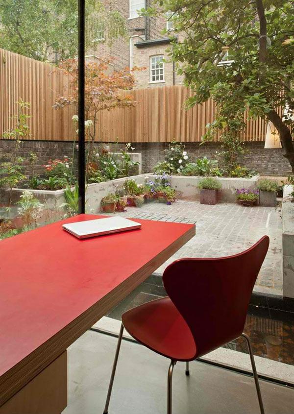 architektenhaus jewelbox london moderne architektur glaswände arbeitstisch rot