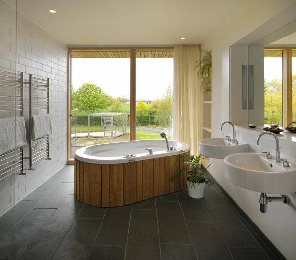 badewanne einfliesen holzplatten freistehende badewanne moderne badezimmer zen atmophäre