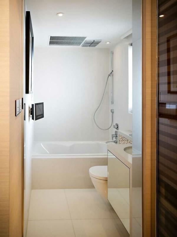 Ohne Ein Beispiel Für Freistehende Badewannen Kann Es Nicht Gut Gehen.  Diese Hier Ist So Schön In Holz Verkleidet, Meinen Sie Es Nicht?