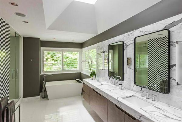 badezimmer badspiegel freistehende badewanne