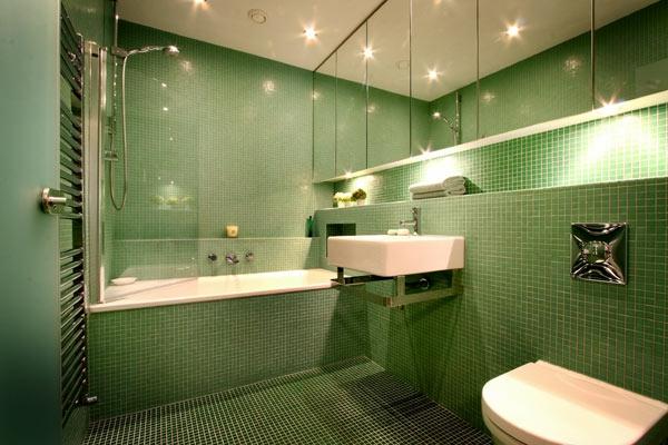 badmöbel einbauwanne badewanne einfliesen badezimmer fliesen grün