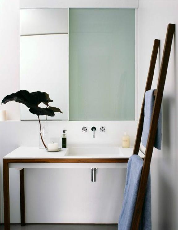badmöbel moderne badezimmer einrichten minimalistisch holz handtuchleiter