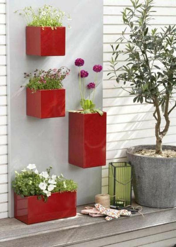 balkon bepflanzen blumenkasten rot kasten