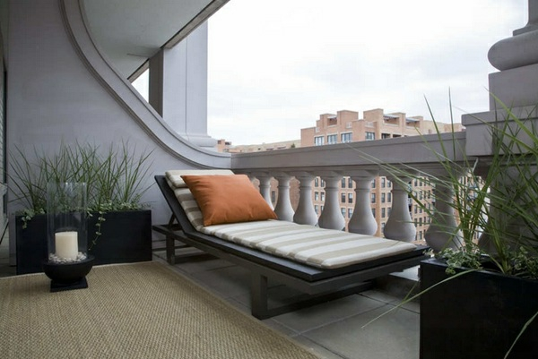 balkonmöbel für kleinen balkon sonnenliegen balkonpflanzen teppichboden