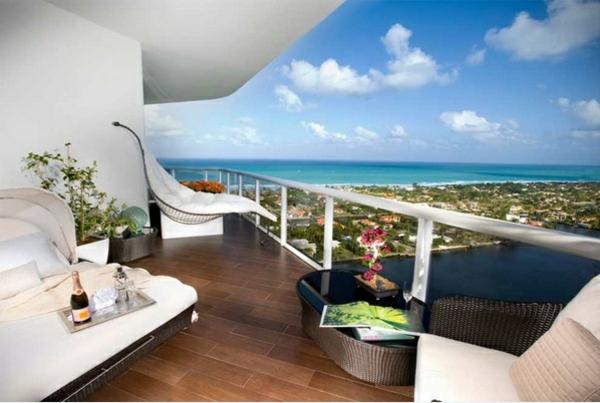 balkonmöbel set rattan holzfliesen bodenbelag lounge möbel
