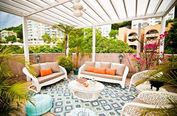 balkonmöbel set rattan möbel sofa couchtisch pergola teppichboden sichtschutz bambus