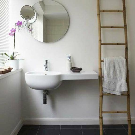 bedezimmer möbel handtuchleiter aus holz badezimmer wandspiegel waschbecken