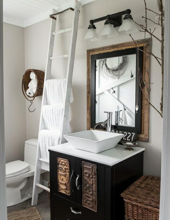 bedezimmer möbel handtuchleiter aus holz korbmöbel rattan rustikales badezimmer einrichten