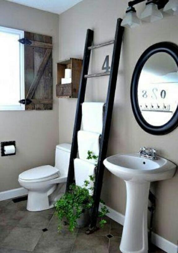 bedezimmer möbel handtuchleiter aus holz rustikales badezimmer einrichten