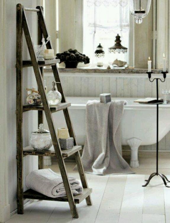 bedezimmer möbel holz handtuchleiter rustikales badezimmer einrichten badewanne