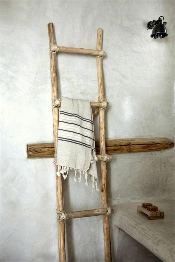 bedezimmer möbe lim landhausstil handtuchleiter aus holz badezimmereinrichtung rustikal