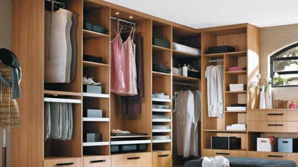 begehbarer kleiderschrank systeme ankleidezimmer planen offener kleiderschrank aus holz
