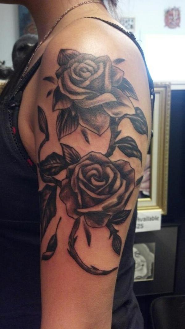 blumen tattoos bilder oberarm tattoo für frauen