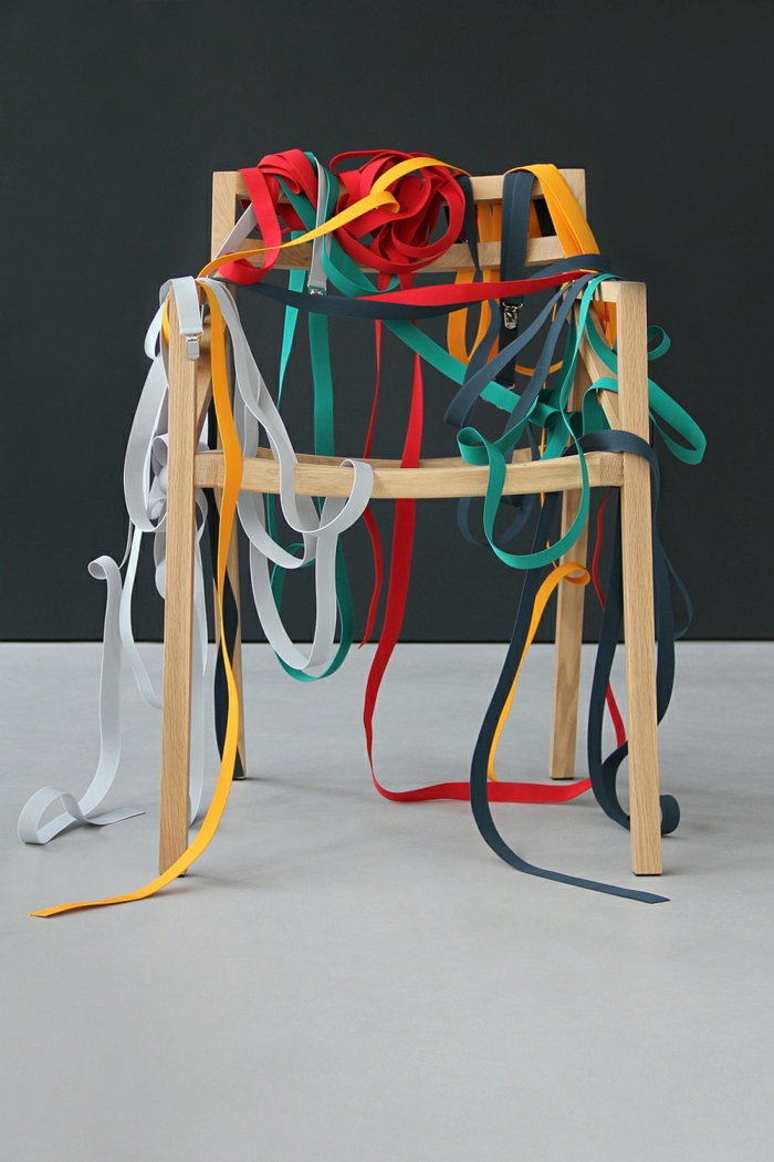 bretelle designer möbel holzstuhl bunte hosenträger