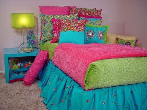 jugendzimmer mädchen farbige bettfarben dekokissen