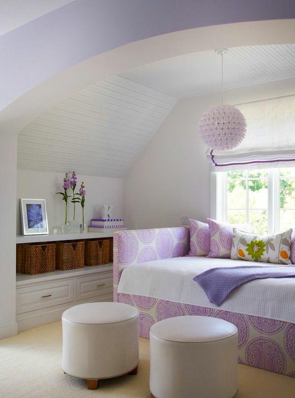 jugendzimmer mädchen in lila lederhocker