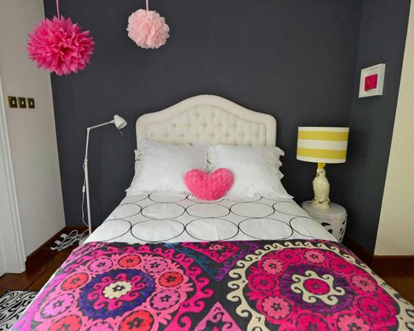jugendzimmer mädchen schwarz weiß rosa akzente