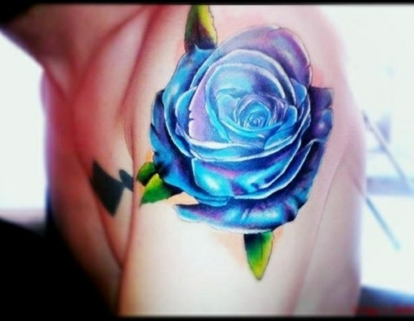 tattoos bilder oberarm tattoo designs lila blau rose