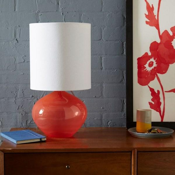 dekoideen innendesign glaslampe korallenfarbe