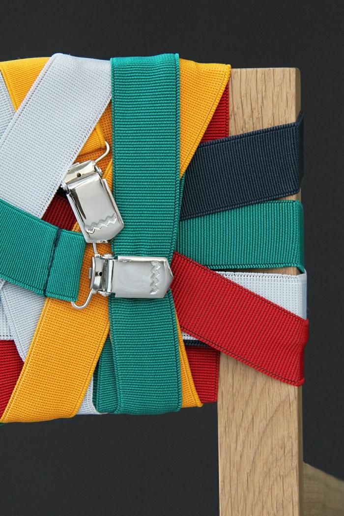 designer möbel Bretelle holzstühle rücklehne hosenträger lebendige farbpalette