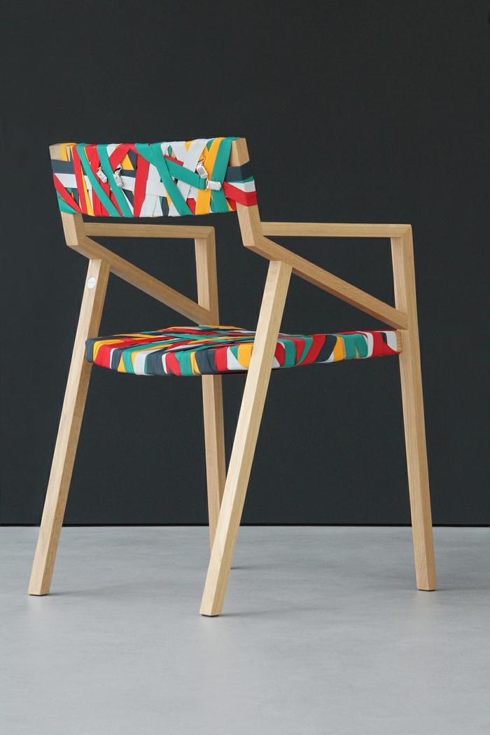designer möbel stuhl holz bunte hosenträger hosenträgerklipp bretelle