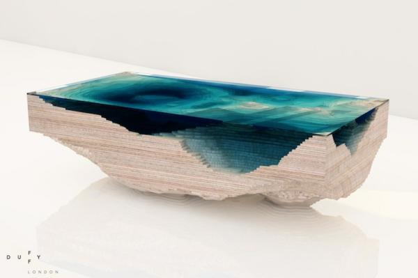Designer tisch aus glas und holz erinnert an die tiefe des for Tisch holz design