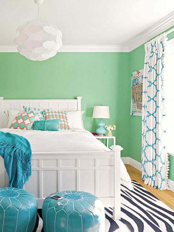 farbgestaltung schlafzimmer wände streichen teppich zebramuster sitzkissen deckenfarbe weiß