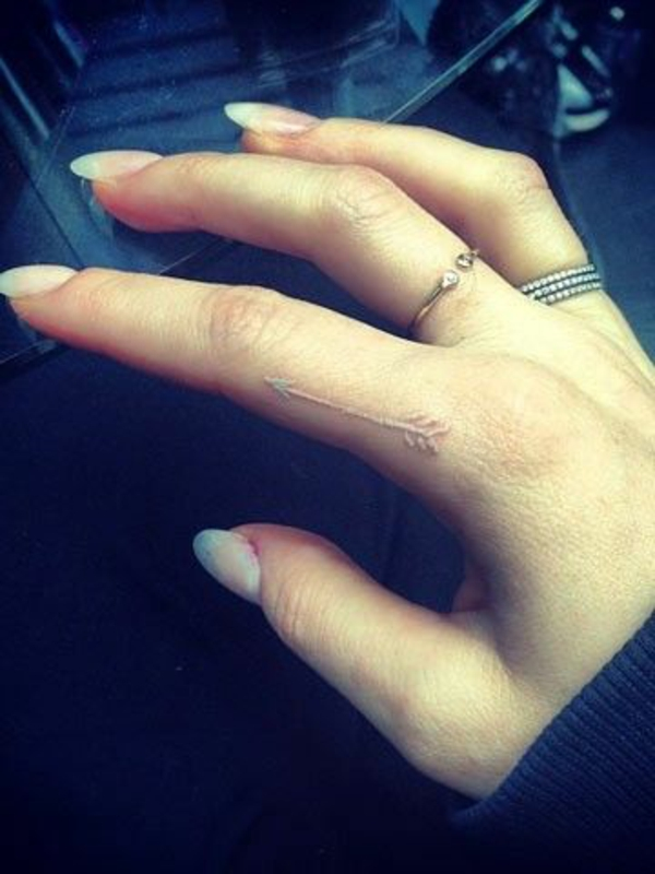 Finger Ehering Paar Tattoo Ideen Motive Weià  Pictures to pin on ...