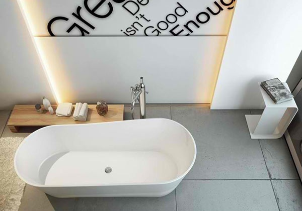 freistehende-badewanne moderne badezimmer wandgestaltung betonplatten bodenbelag moma design