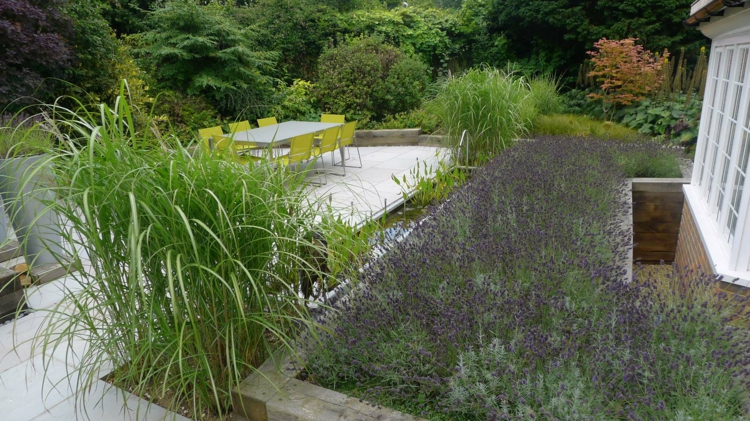 gartengestaltung und landschaftsbau anthony paul gartenteich esstisch mit stühlen