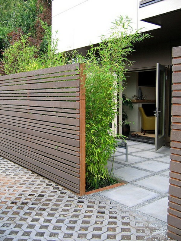 gartenzaungestaltung außenbereich gestalten gartensichtschutz ideen holzbalken