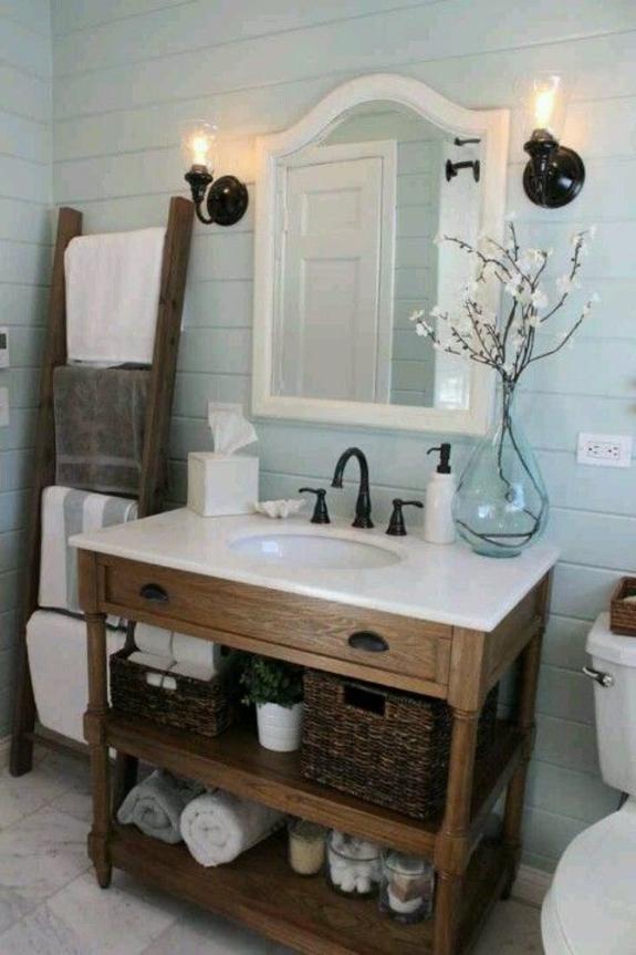 handtuchleiter holz bedezimmer möbel rustikales badezimmer korbkisten holzmöbel