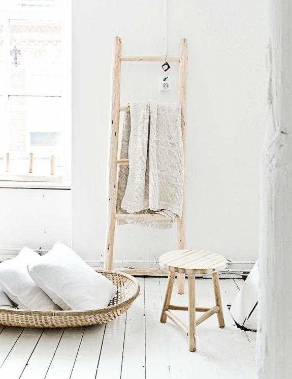 holz handtuchleiter badmöbel rustikal holz rattan badezimmer einrichten landhausstil