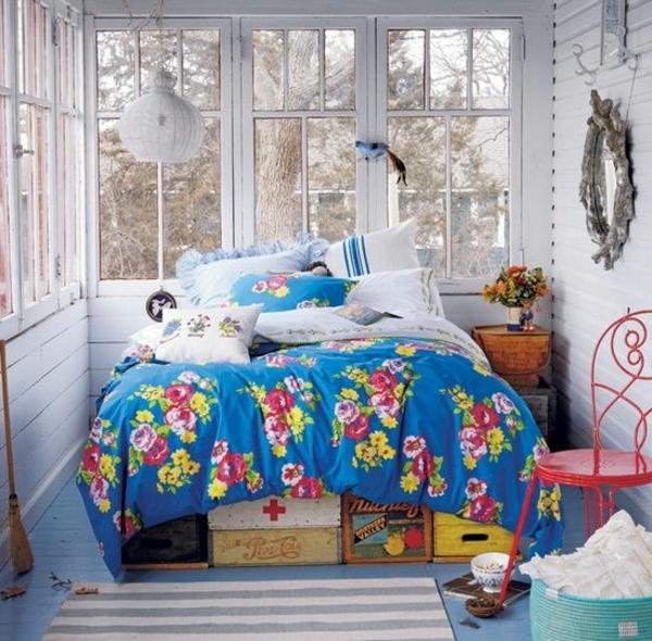 kinderzimmer farben bunte bettdecke teppich stuhl