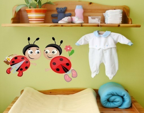 kreative wandgestaltung wandtattoo babyzimmer marienkäfer wandsticker wickelraum