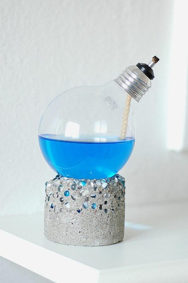 lampe-glühbirnenform-diy-deko-flüssigkeit-blau