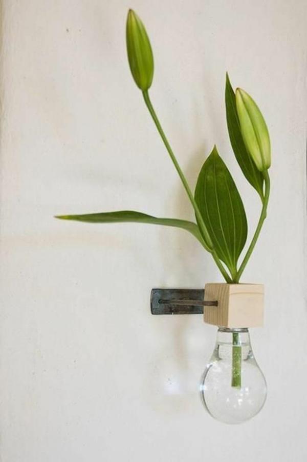 lampe-glühbirnenform-diy-deko-grün-laub-wand