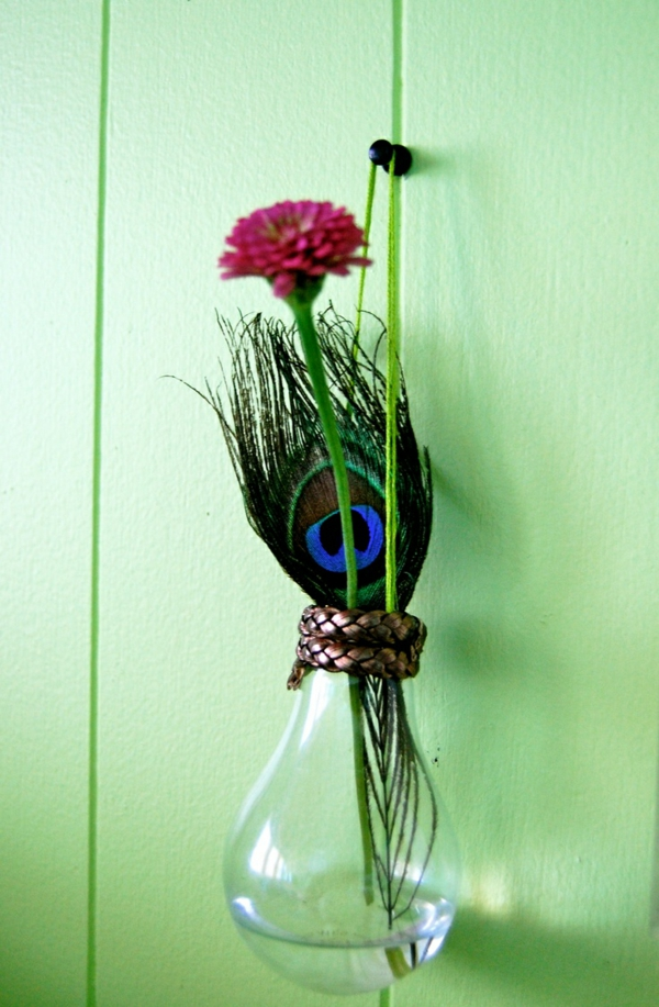 lampe-glühbirnenform-diy-deko-grün-wand