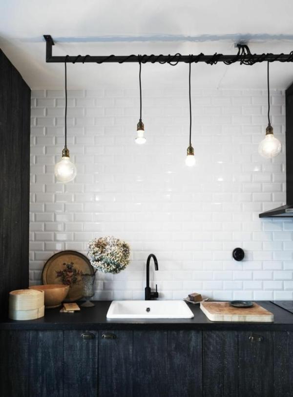 lampe-glühbirnenform-diy-deko-weiß-küchenrückwand-fliesen