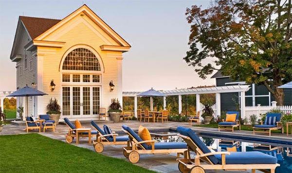 lounge möbel relax liegestuhl auf rollen am pool außenbereich gestalten