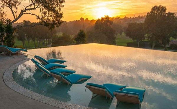 lounge möbel relax liegestuhl auflagen gartenpool sonnenuntergang