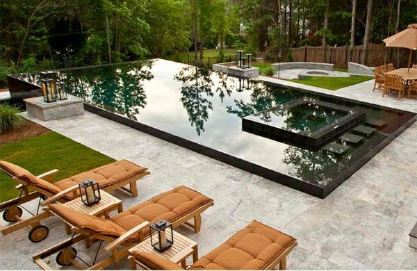 lounge möbel relax liegestuhl aus holz poolbereich gestalten fliesenboden