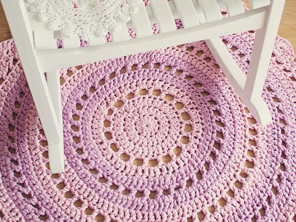 mandala bodenteppich rund gestrickt lila