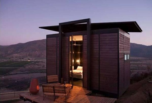 mini bungalow aus holz terrasse holzmöbel ausgefallene hotels weltweit