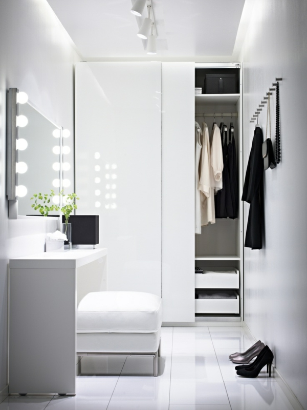 minimalistisches ankleidezimmer einrichten begehbarer kleiderschrank möbel