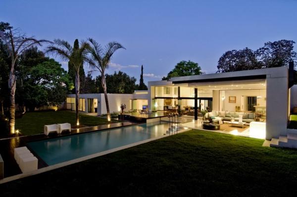 moderne architektur wilde natur modernes haus gartengestaltung pool lounge möbel