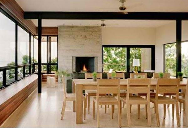 moderne esszimmer esstisch mit stühlen komplett aus holz kamin offener wohnraum
